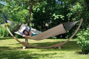 Hangmat met spreider American in natuur